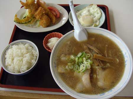 オーモリラーメン名物ラーメン定食