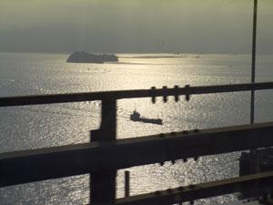 瀬戸大橋から見る瀬戸内海
