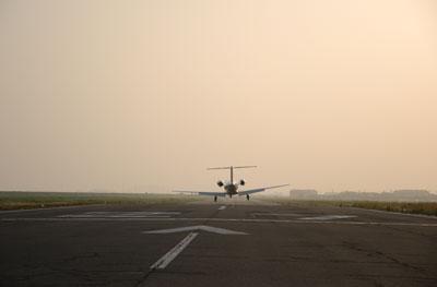 ジェット機着陸