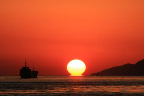 瀬戸内のダルマ夕日
