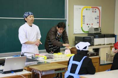 小学校で和菓子教室