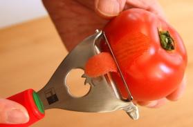 トマトの皮むきは驚きの切れ味